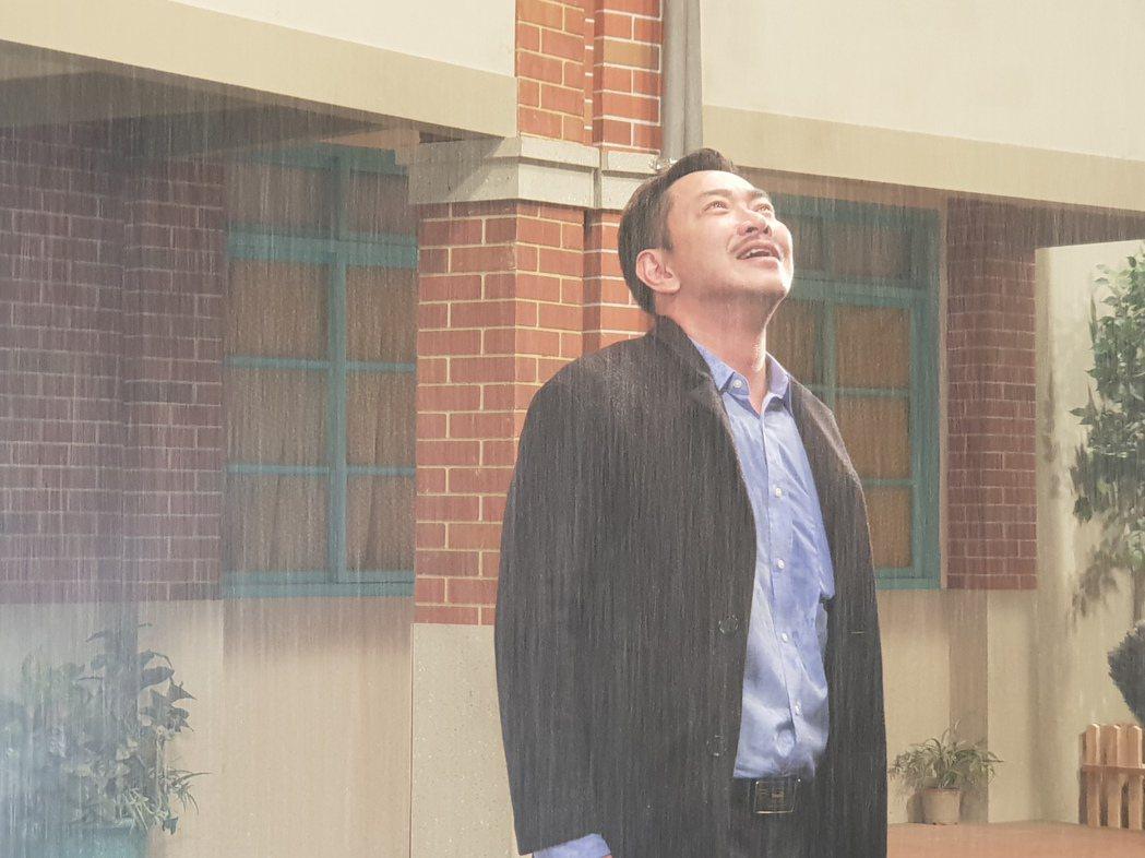 江俊翰回歸「大時代」一場淋雨戲痛哭流涕真情流露。圖/民視提供