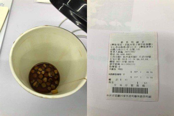 摩斯漢堡黑咖啡杯驚見「玉米粒」。圖/截自臉書爆怨公社