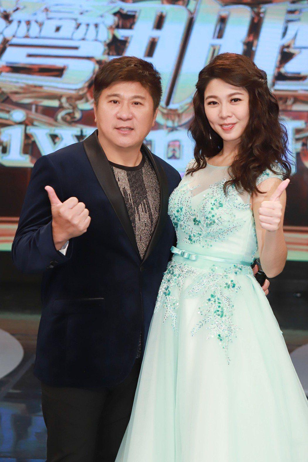 胡瓜(左)與白家綺主持的「台灣那麼旺Taiwan NO.1」全新改版。圖/民視提
