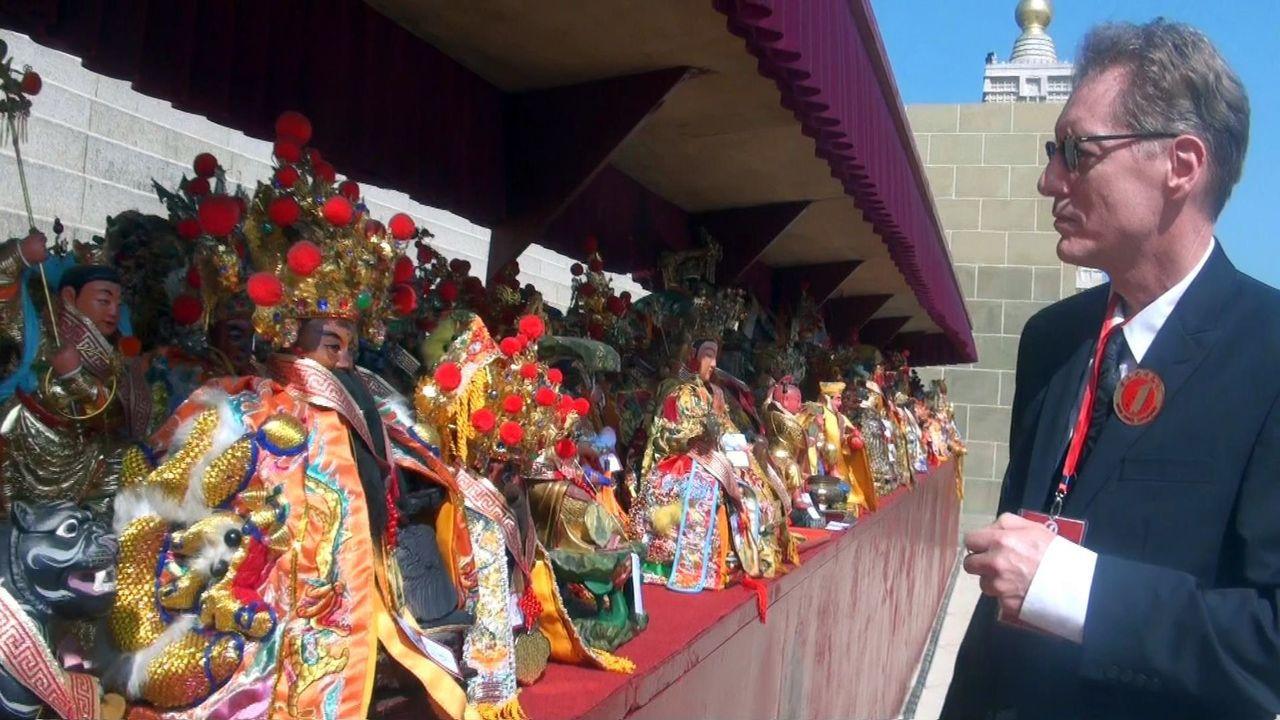 2018世界神明聯誼會在佛陀紀念館登場,今年到場共聚的宮廟達768家,海內外神尊...