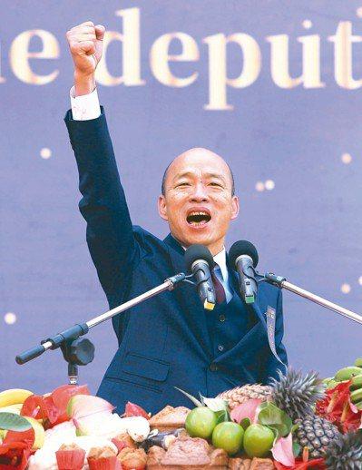 高雄市長韓國瑜昨天在愛河畔宣誓就職,致詞表示「有朝一日,我相信全球華人都會以做高...