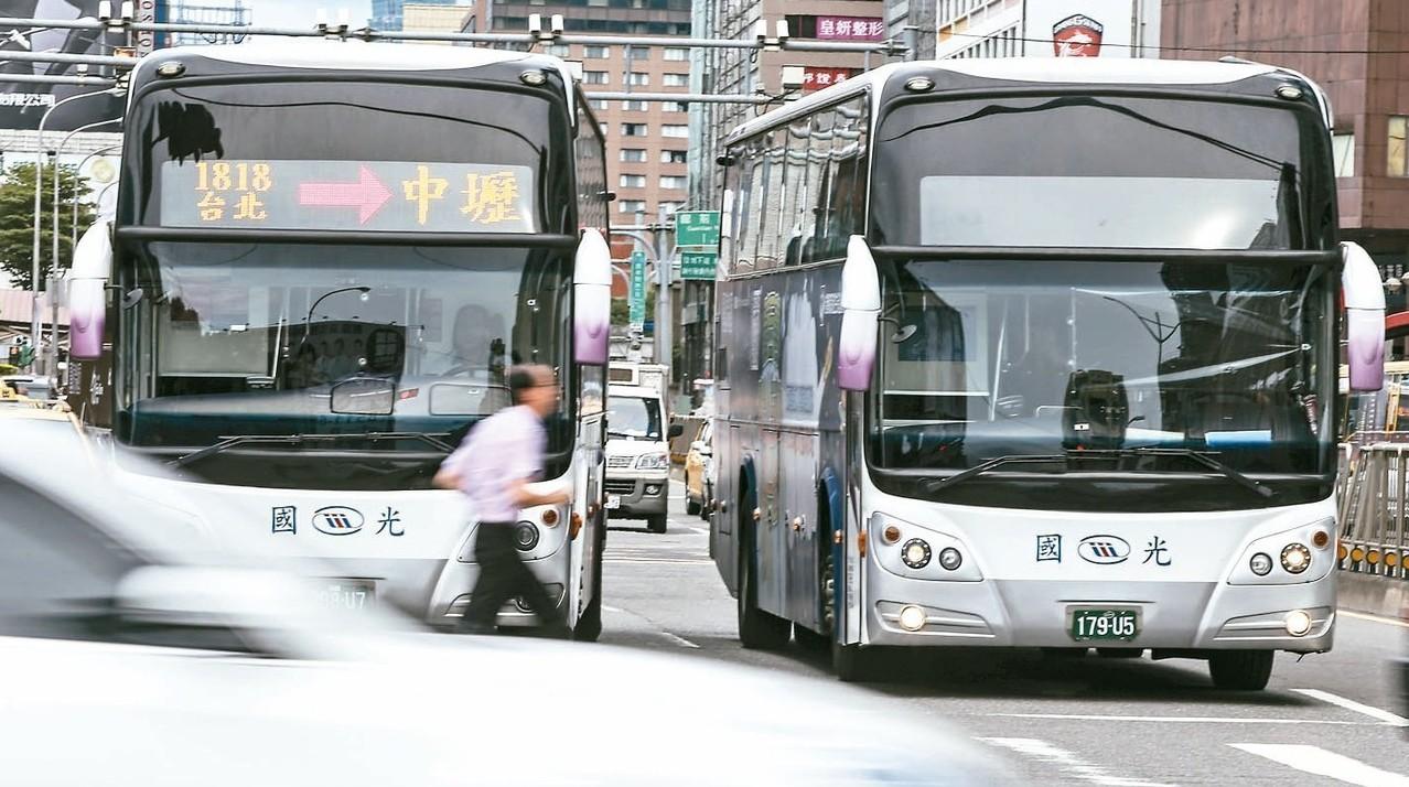 228四天連假,86條國道客運路線平均85折票價優惠。 聯合報系資料照片