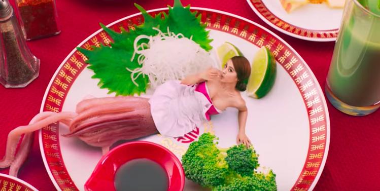 蔡依林新歌MV自嘲「花枝裝」。圖/翻攝自YouTube