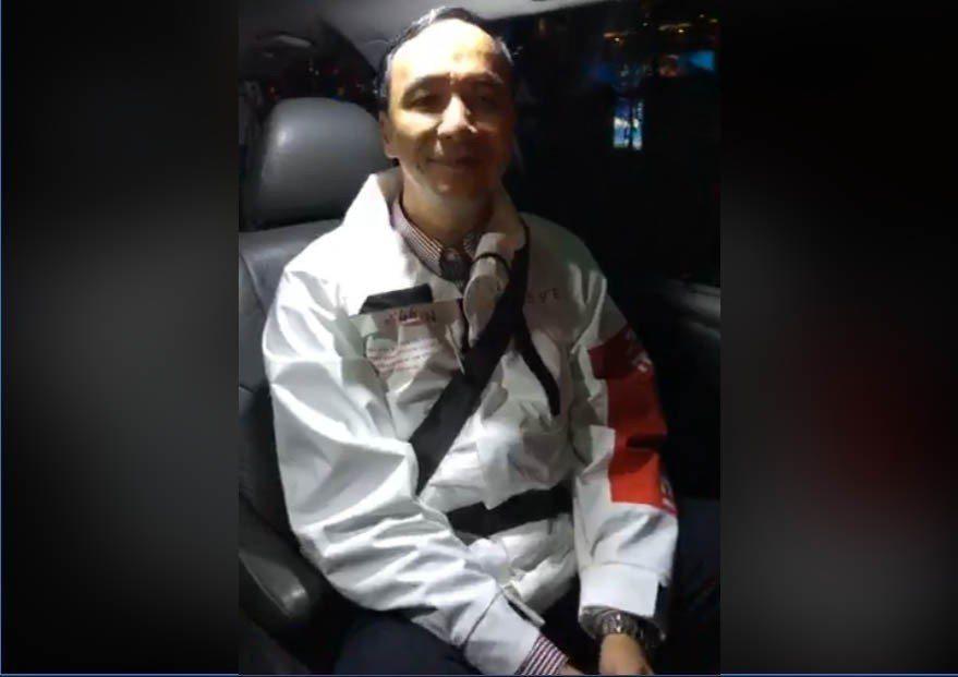 新北市前市長朱立倫結束任內最後的平安夜公開行程後,在車上開臉書直播,感性與市民告...