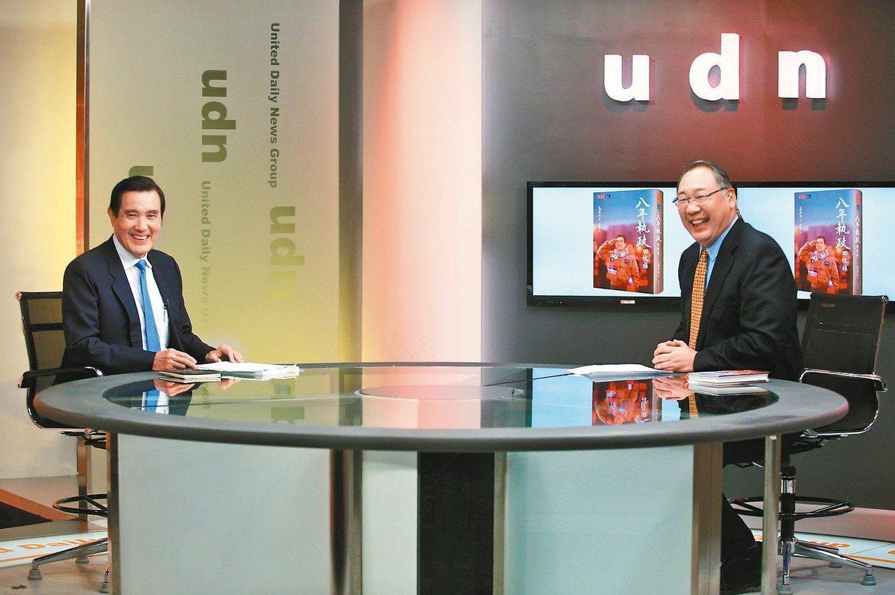 前總統馬英九(左)上午前往聯合報系總部,接受影音專訪。 記者陳正興/攝影
