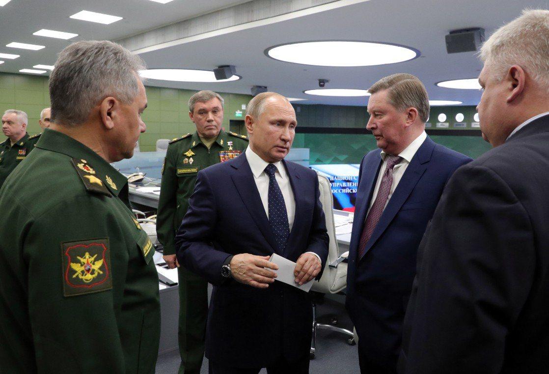 俄羅斯總統普丁在莫斯科的國防部控制中心進行遠端督導。 歐新社
