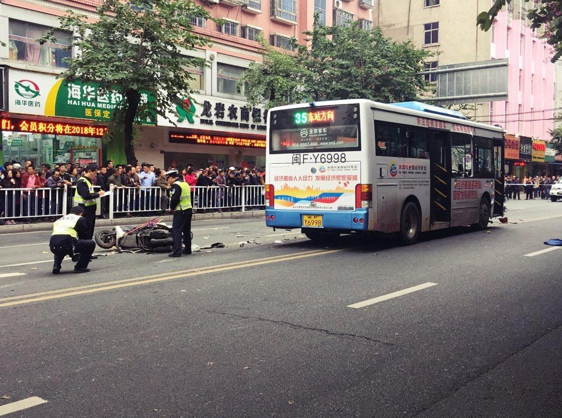 12月25日,中國再次發生一起無差別殺人事件。嫌犯於市區挾持公車後衝撞2.3公里...