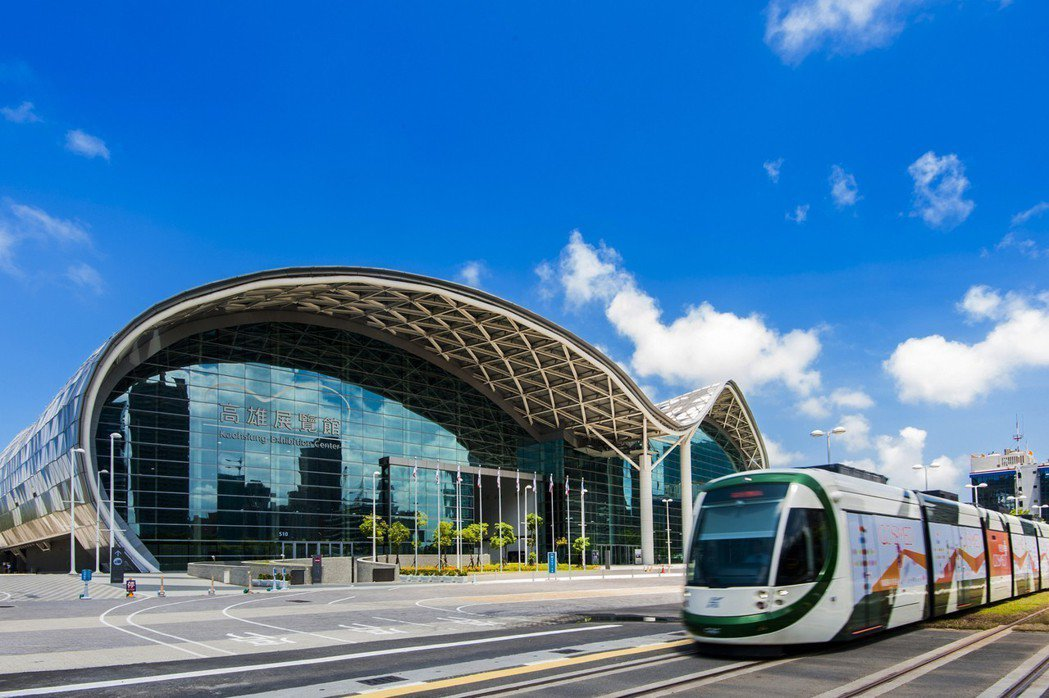 亞洲新灣區圍繞高雄展覽館、輕軌等重大建設,見證港灣再造盛景。圖片提供/本業建設