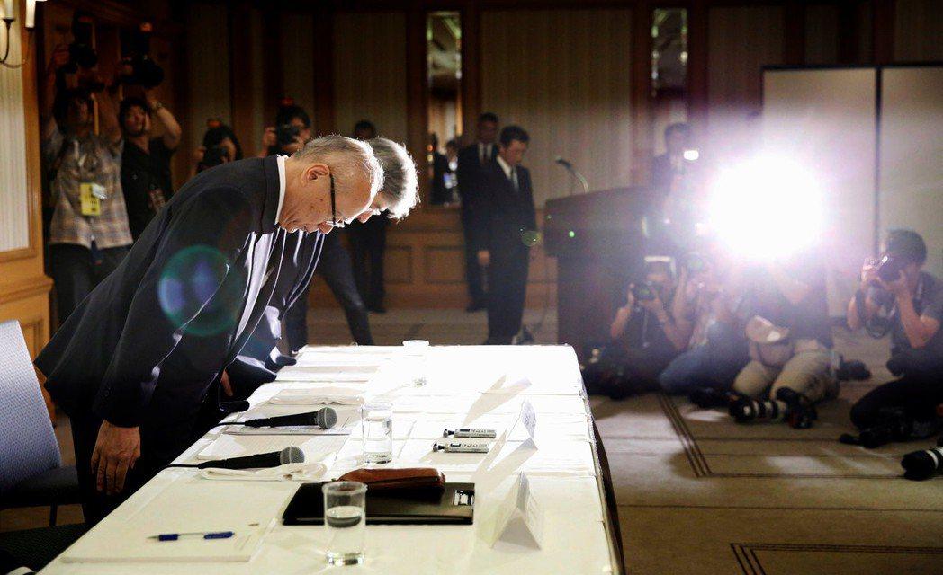代理校長宮澤啟介在8月7日召開記者會,向社會大眾「謝罪道歉」。 圖/路透社