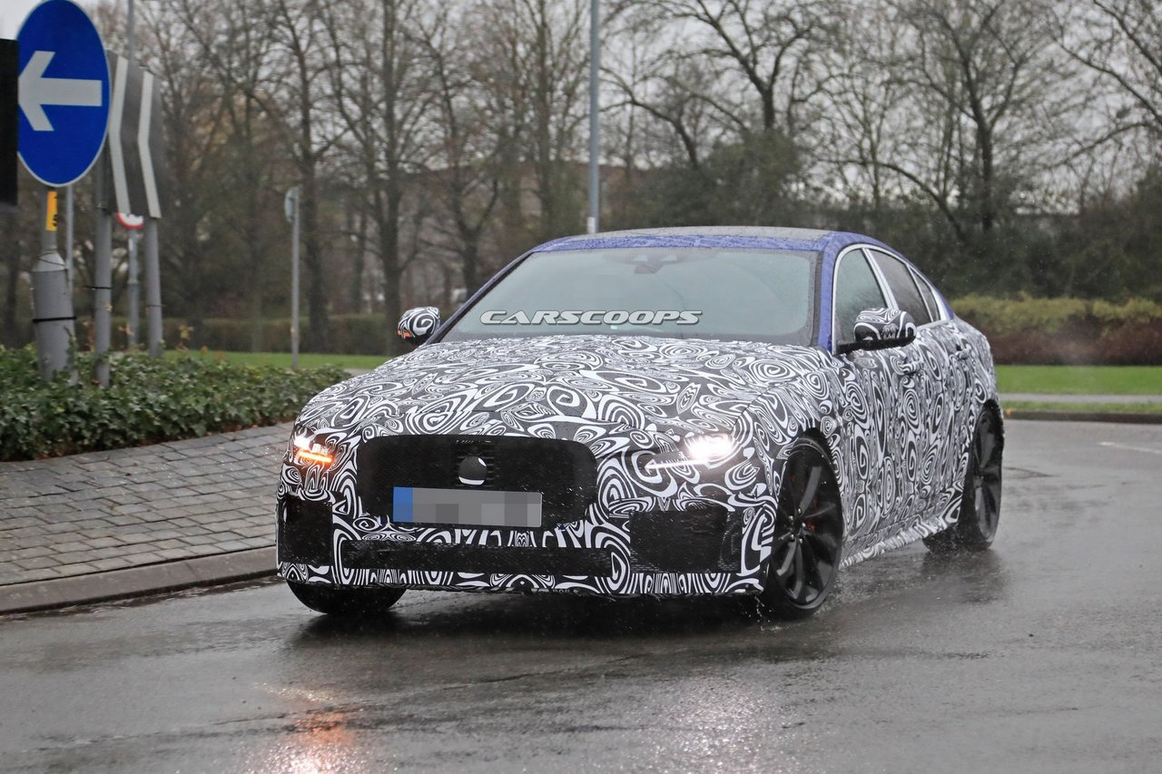 Jaguar XE小改款偽裝捕獲 48V輕油電躍躍欲試!