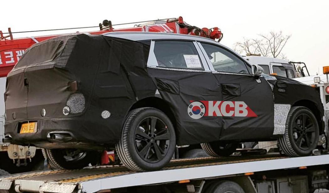 全新Genesis GV80休旅偽裝車捕獲。 摘自Korean Car Blog