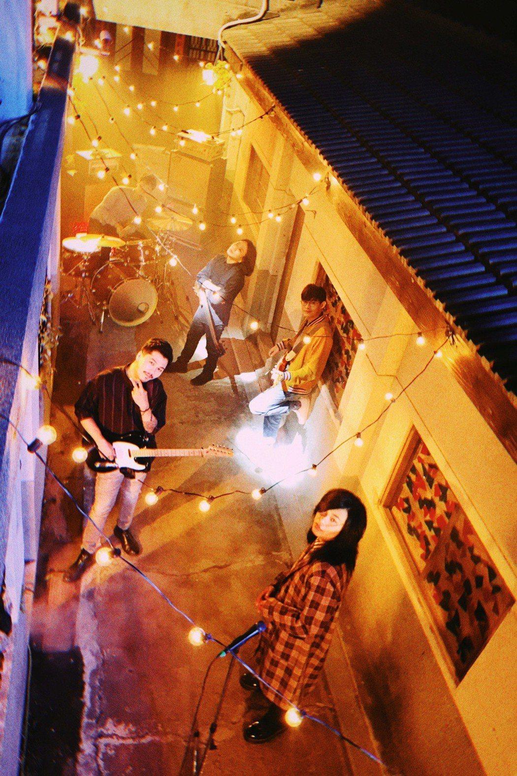 麋先生日前到台南拍攝MV。圖/相知音樂提供