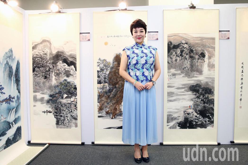 水滸傳的孫二娘梁麗與她的作品參與第七屆海峽兩岸電視藝術節展出。記者蘇健忠/攝影