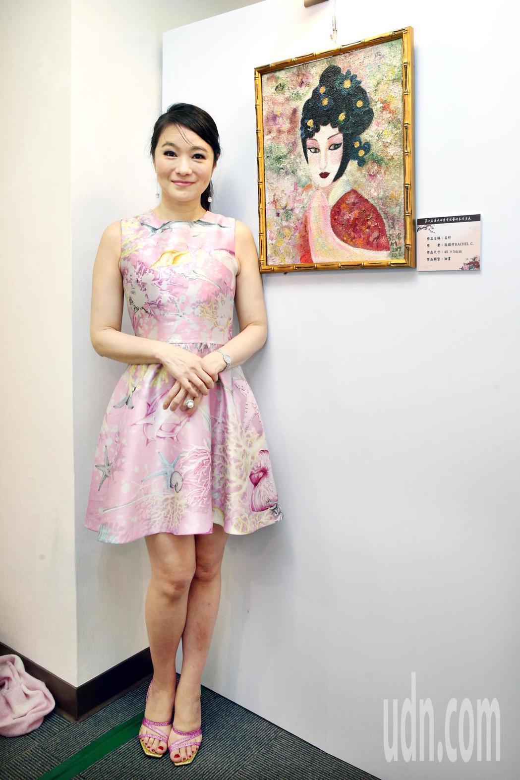 張瑞竹與她的作品參與第七屆海峽兩岸電視藝術節展出。記者蘇健忠/攝影