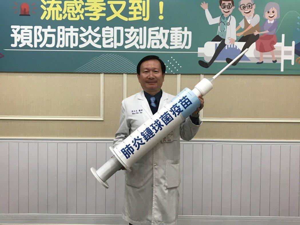 李文生建議民眾,可依台灣家庭醫學醫學會建議,每年接種流感疫苗外,也可自費接種一劑...