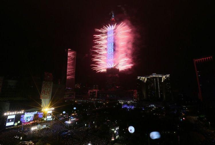 去年台北101跨年煙火秀首度結合T-Pad LED動畫頗受好評。圖/報系資料照
