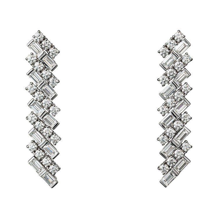 梅根換穿第二套禮服時配戴卡地亞Reflection de Cartier系列鑽石...