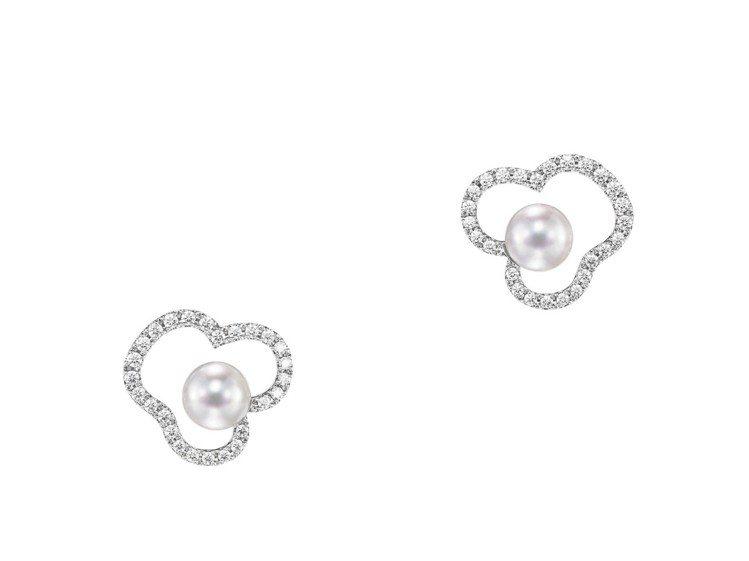 賈靜雯婚紗照配戴的TASAKI chants 鑽石珍珠白K金耳環,16萬1,00...