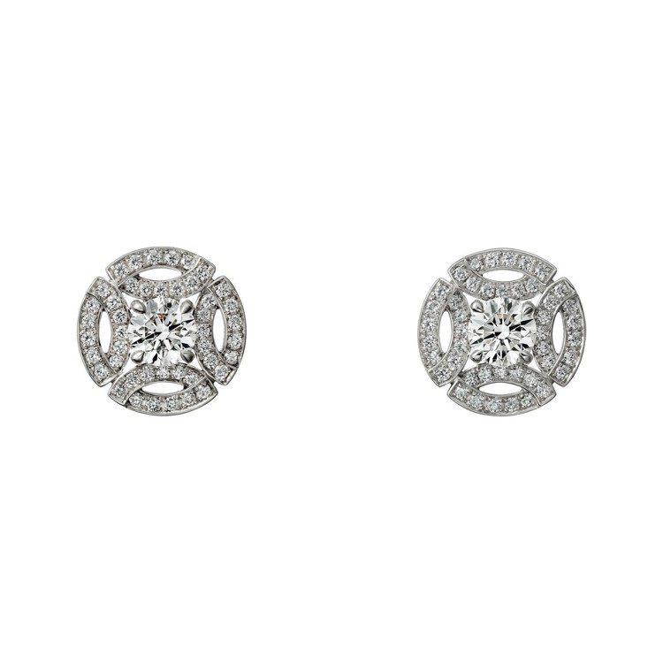 梅根於婚禮上配戴卡地亞Galanterie de Cartier系列鑽石耳環,白...