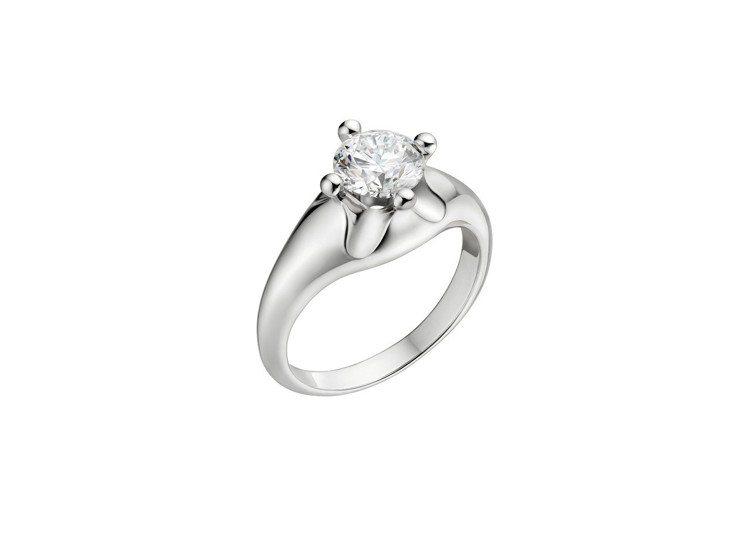 楊謹華的婚戒為BVLGARI Bridal系列Corona 婚戒,價格依主鑽不同...