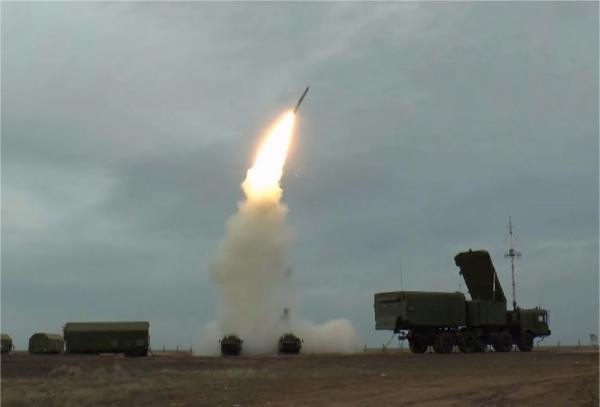 俄軍S-400導彈系統發射48N6DM導彈。圖/取自觀察者網
