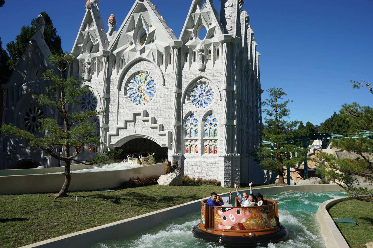 以高第建築特色整合打造出五項遊樂設施。圖/九族文化村提供