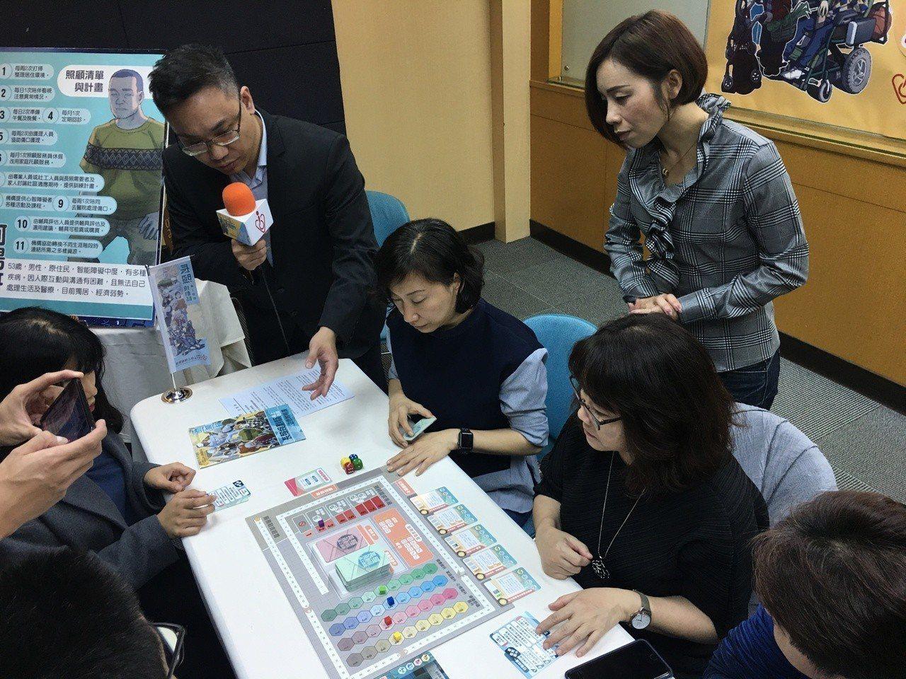 全台首款模擬長照2.0的「長照規畫師」桌遊出爐,以寓教於樂方式讓民眾認識長照。記...