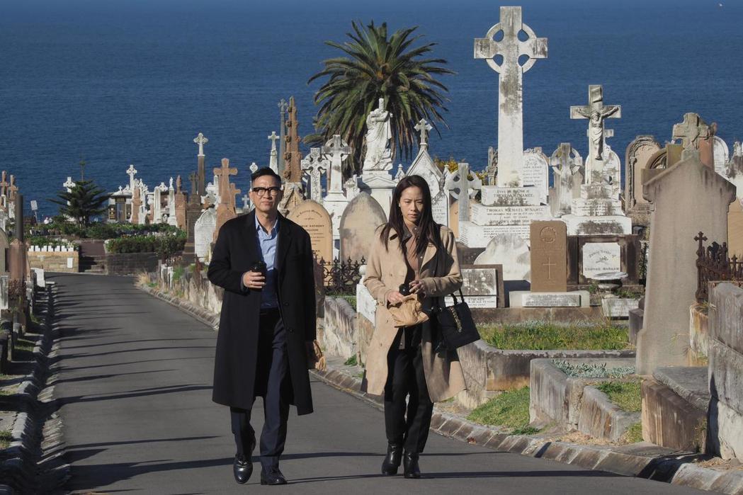 張家輝(左)、林嘉欣在電影「廉政風雲」對手戲多。圖/華映娛樂提供