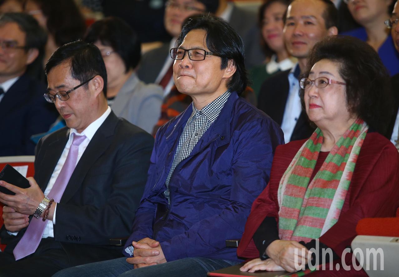 教育部前部長葉俊榮宣布同意讓管中閔上任台大校長,並遞出辭呈獲准,教育部下午在國家...