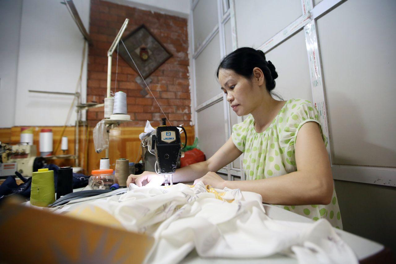 刻苦耐勞的女性撐起越南經濟半邊天。歐新社