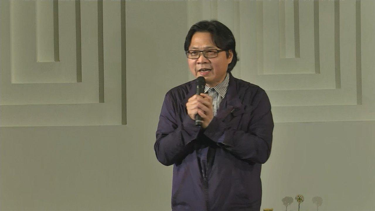前教育部長葉俊榮因為管中閔案請辭獲准,在教育部歡送會上唱了三首歌。攝影/記者莊昭...