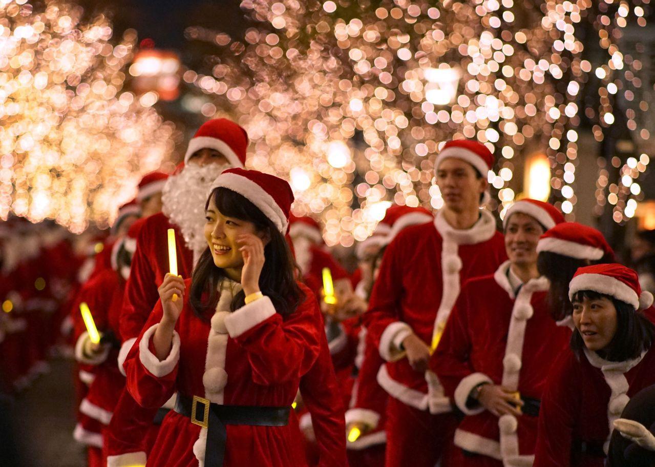 耶誕節已內化成日本人生活中的重要節日。 (法新社)
