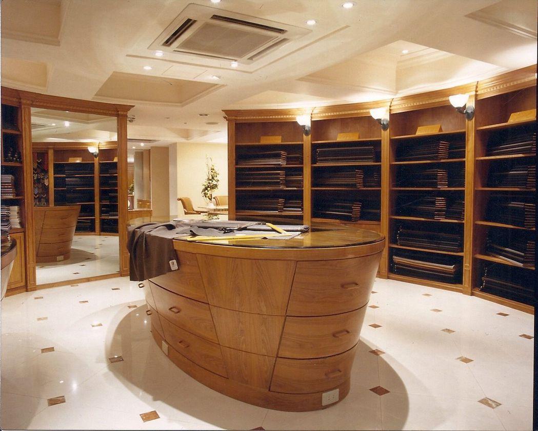 紳裝店面寬敞明亮,有上千種歐洲進口名牌頂級面料供顧客選擇訂製 業者/提供