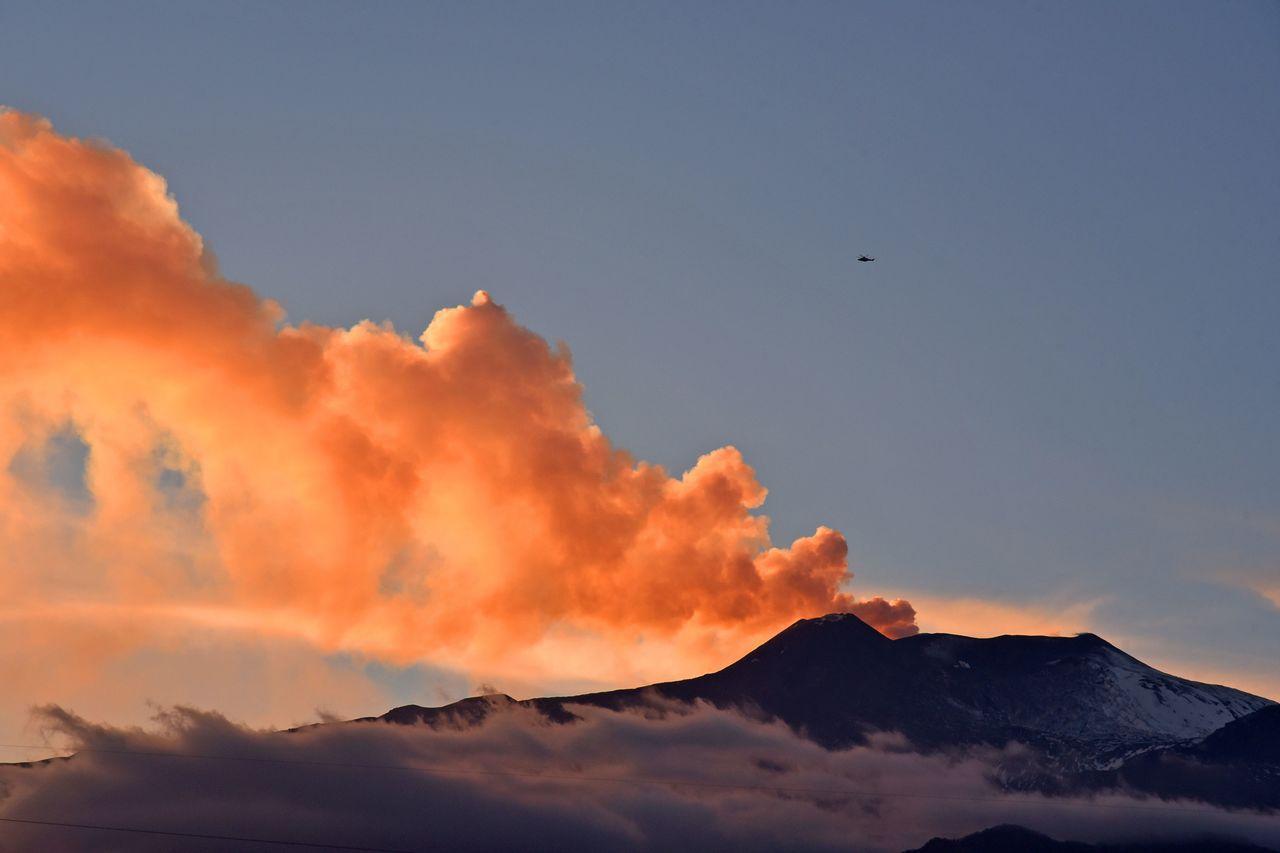 義國埃特納火山震傷30人。 法新社