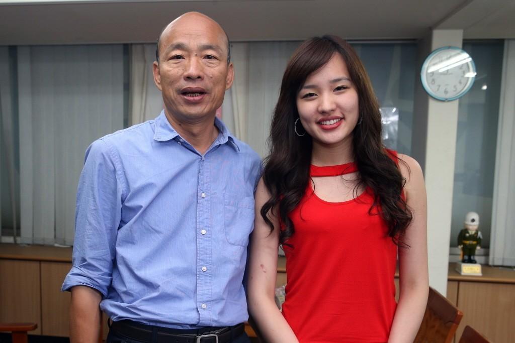 韓冰(右)與父親韓國瑜。 本報系資料照/記者劉學聖攝影