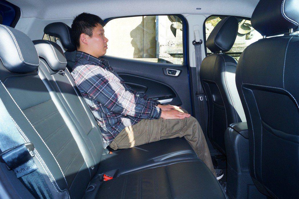 EcoSport走傳統休旅本格,車室較為方正,頭部空間充裕。 記者趙駿宏/攝影