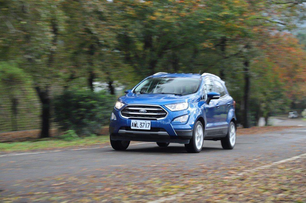 Ford EcoSport 1.0T動力足夠,但車身較高,過彎時側傾較為明顯。 ...
