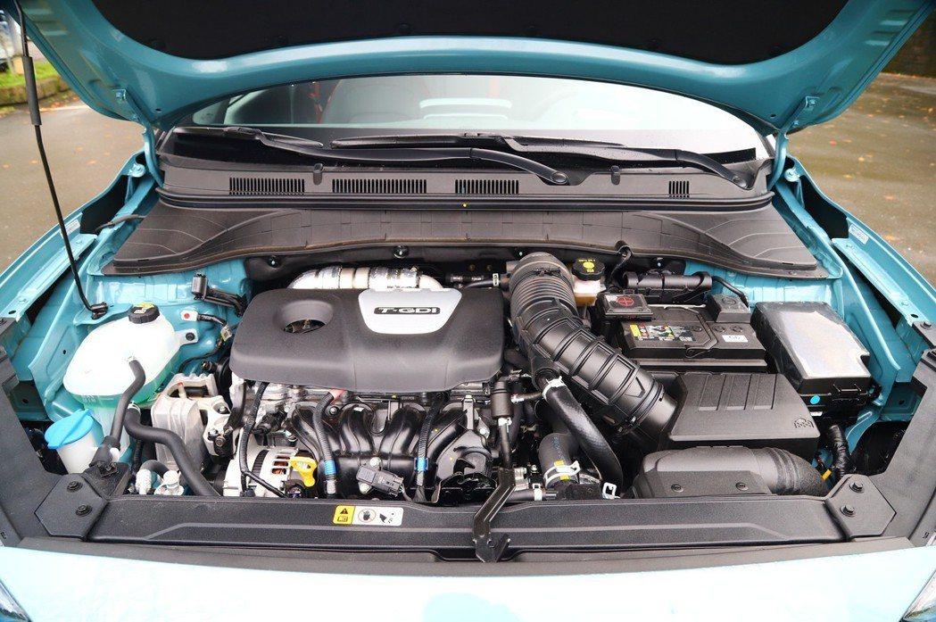 這具1.6T引擎動力飽滿,有177hp/27.0kgm的動力表現。 記者張振群/...