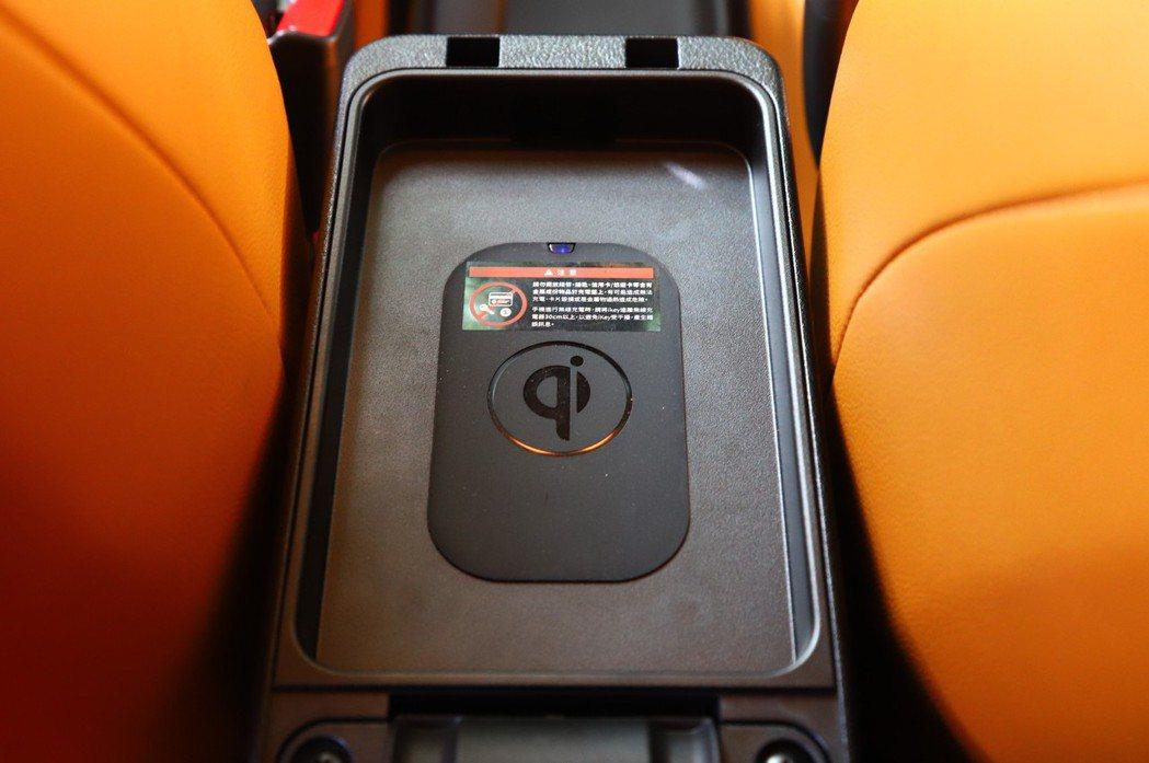 Kicks也可選配相當好用的QI無線充電。 記者張振群/攝影