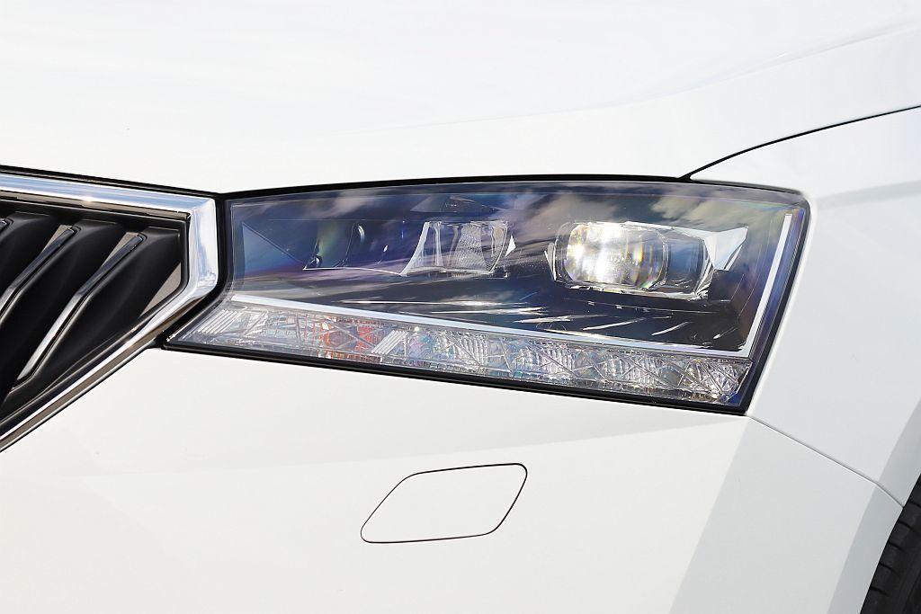 新式大面積造型頭燈。 記者張振群/攝影