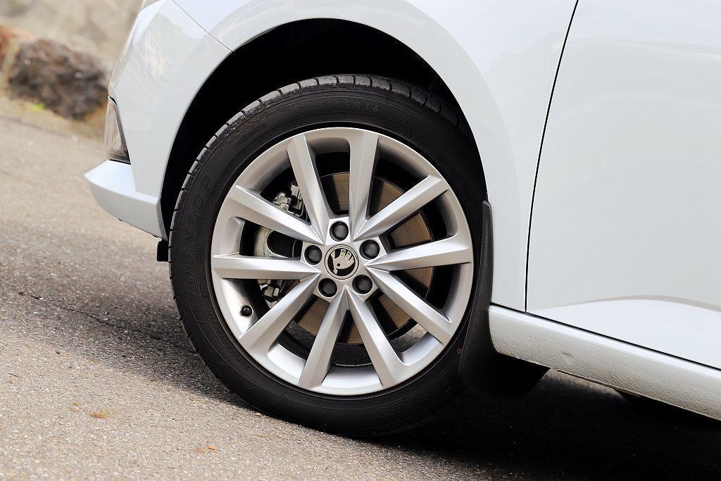 車主也能透過選配方案,將輪框升級到16吋大小。 記者張振群/攝影