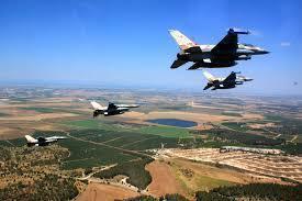 以色列27日以22發空襲飛彈轟炸敘利亞境內親伊的軍事基地,被視為是在美國撤軍後的...