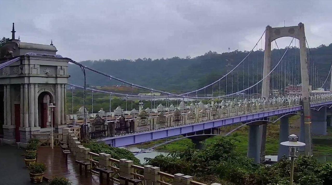 桃園市府觀光旅遊局在大溪橋,建置高解析即時影像,只要連上桃園觀光導覽網及桃園智慧...