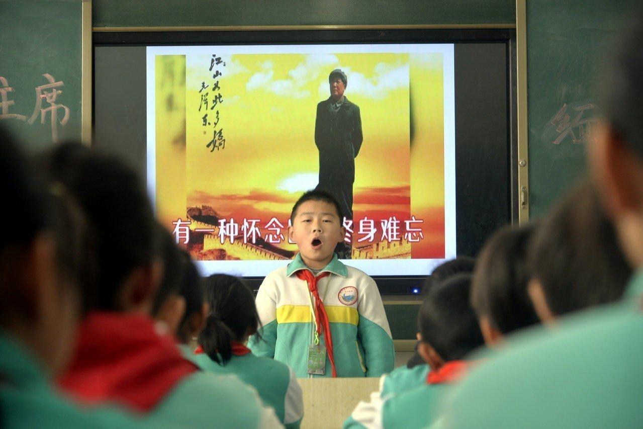 中共已故領導人毛澤東誕辰125周年紀念日各地辦紀念活動。(路透)