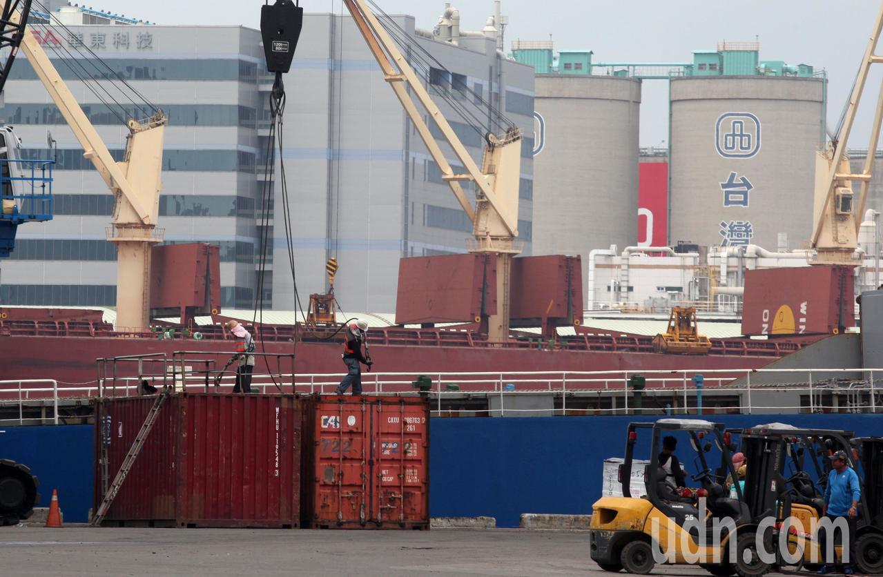 高雄的自由貿易港區。聯合報系資料照/記者劉學聖攝影