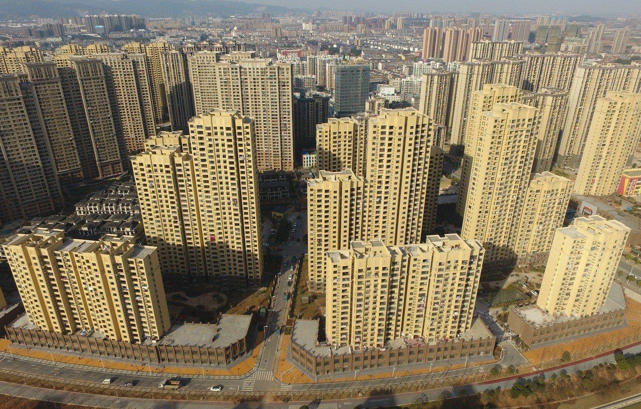 自從山東菏澤打響調控鬆綁第一槍以來,已有廣州、珠海、杭州、衡陽等四地推出相關房地...