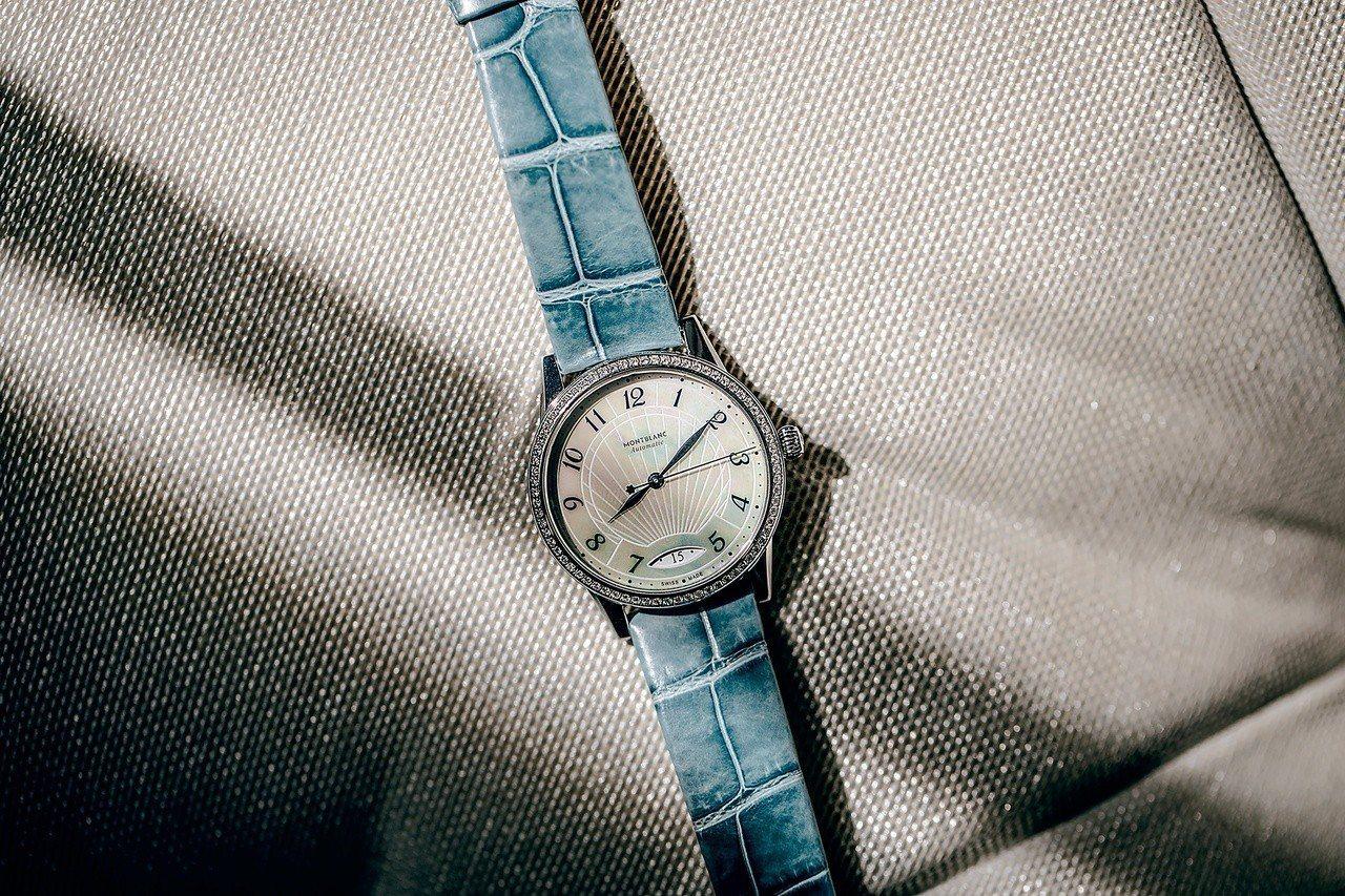 萬寶龍Bohème寶曦系列日曆自動腕表,16萬5,700元。圖/萬寶龍提供
