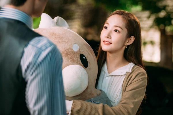 男女主角定情物「辛苦牛」在韓國掀起熱賣潮。圖/翻攝劇照