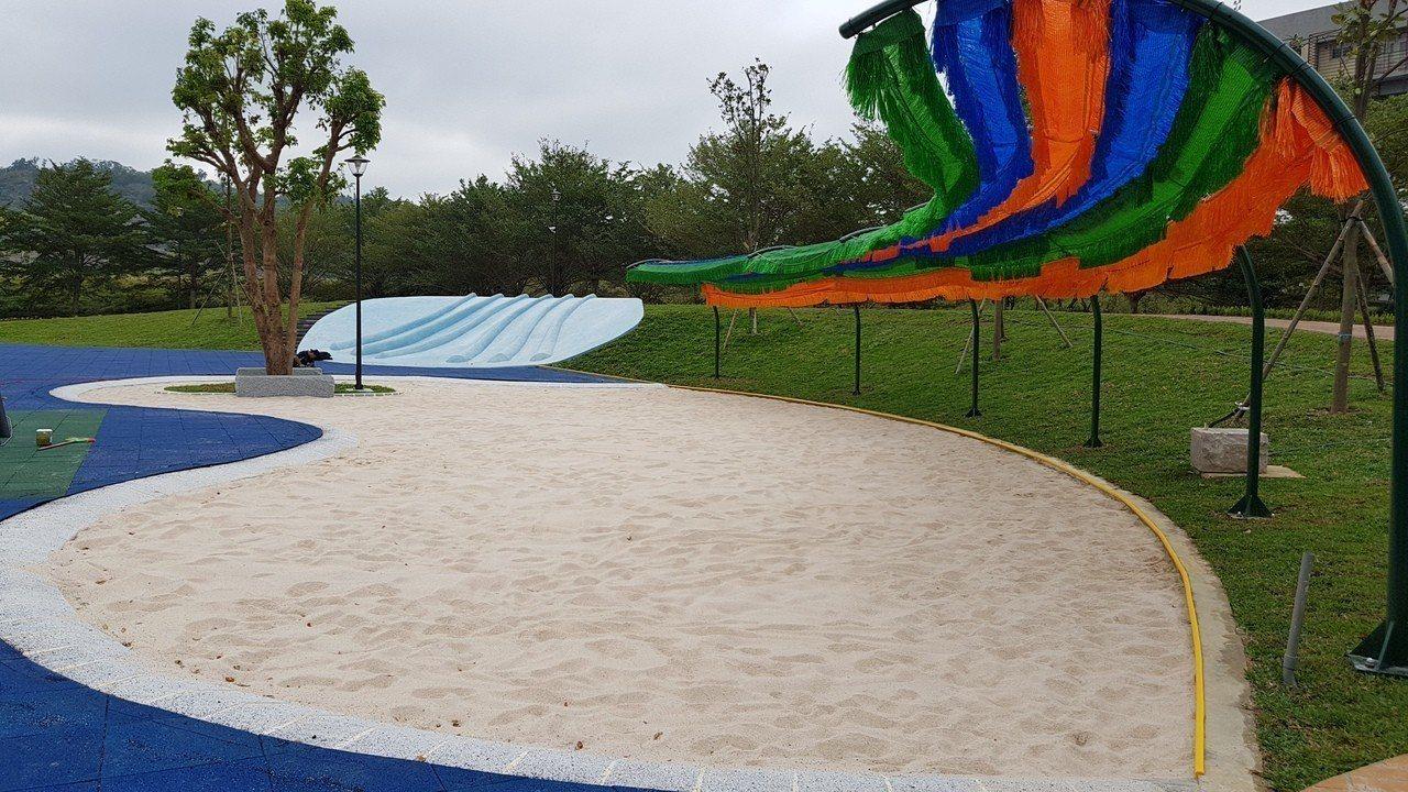 貓裏喵親子公園有250平方公尺的沙坑遊戲區,適合小朋友互動學習。記者黃瑞典/攝影