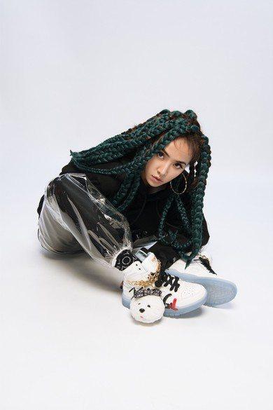 蔡依林不只是PONY的代言人,還跨刀設計M100聯名鞋。圖/PONY提供